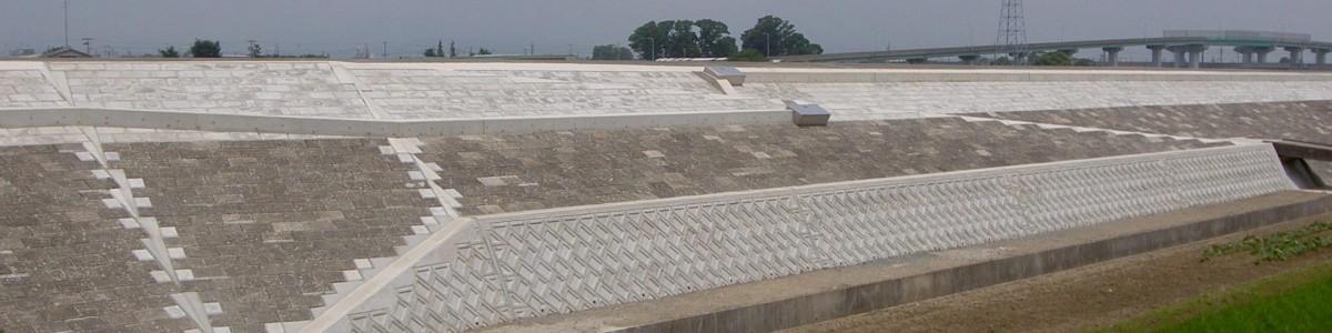 河川堤防補修工事